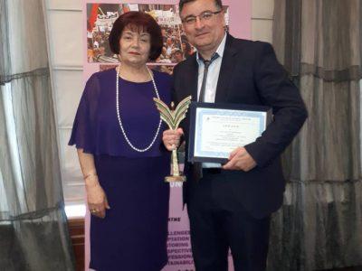 """Директорът на СУ """"Николай Катранов"""" Генади Иванов бе удостоен с наградата на СБУ """"Директор на годината"""""""