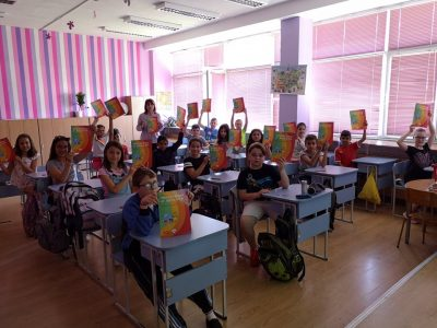 Образователният министър: Учениците ще носят маски сaмо в общите помещения, но не и в клас