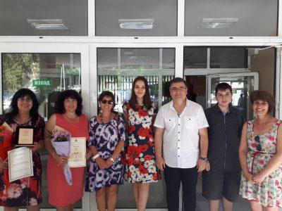 """Учители и ученици от СУ """"Николай Катранов"""" с награди от Регионалното управление на образованието"""