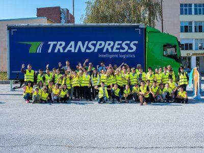 """Ученици от Свищов се качиха в кабината на камион като част от глобалното обучение """"Виждам те. Виждаш ме."""""""