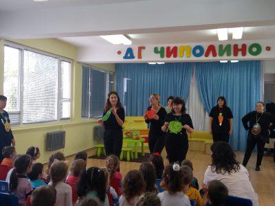 """Учителите от ДГ """"Чиполино"""" – гр. Свищов подготвиха есенно развлечение """"Зеленчукови неволи"""""""