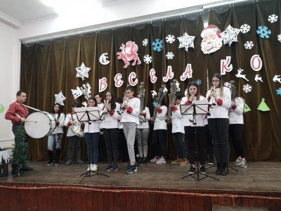 """СУ """"Димитър Благоев"""" организира Коледно тържество за децата от детските градини"""
