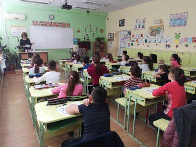 Родители и учители смятат, че дистанционното обучение е неподходящо за най-малките