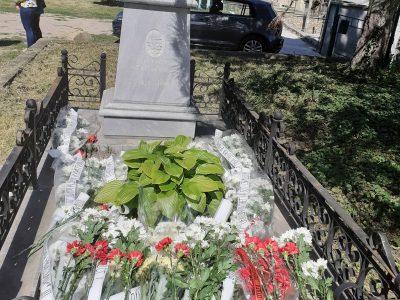 С поклонение пред гроба на първия министър на Просвещението д-р Георги Атанасович бе отбелязан 24 май в гр.Свищов