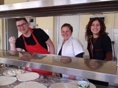 """Ученици от специалност """"Кетъринг"""" в Свищовската професионална гимназия с награди от Chefs Club Sofia"""