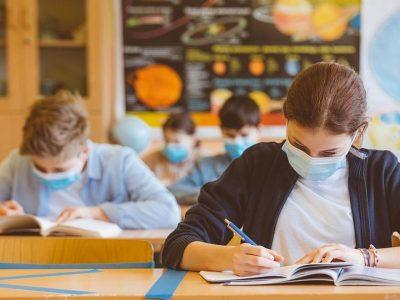 Учебната година започва присъствено във всички училища