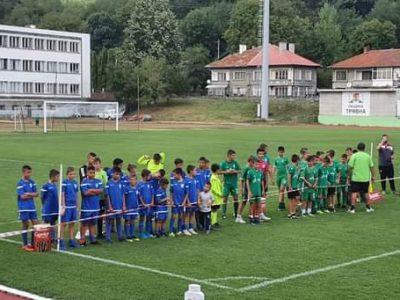 """Сребърни медали за деца на ФК """"Академик"""" – Свищов"""