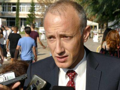 Министърът: Трябва да свикнем, че ще имаме болни учители и ученици