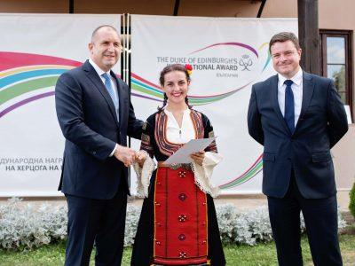 62-ма български ученици, постигнали златно и сребърно ниво в Международна награда на херцога на Единбург, бяха отличени лично от Президента Румен Радев