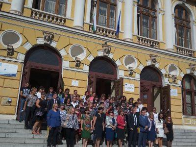 Светът отбелязва Деня на мира, а днес в Свищов се обединиха образователните инситуции с посещението на Министър Вълчев