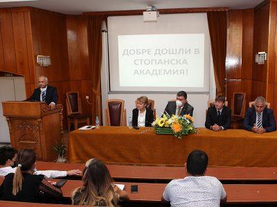 """Информационна среща за първокурсници в редовна форма на обучение се проведе в СА """"Д. А. Ценов"""""""