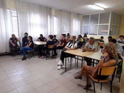 """В СПГ """"Алеко Константинов"""" се проведе среща между родители на ученици от осми клас и представители на местния бизнес"""