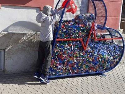 """Първокласник от СУ """"Н.Катранов"""" приключи успешно своя първи проект с 350 капачки в подкрепа на недоносените деца"""