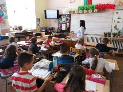 Дистанционно обучение на учениците за три седмици може да овладее пандемията
