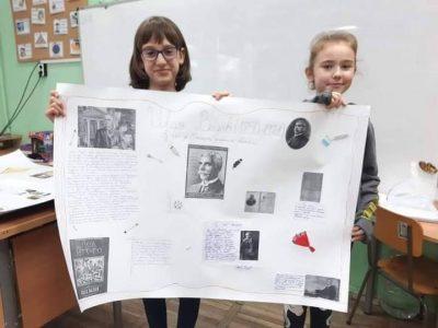 """Учениците от  СУ """"Димитър Благоев"""" отдадоха почит на делото на книжовниците, просветителите и борците за национално освобождение"""