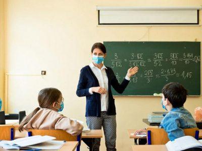 Гимназистите се връщат в класните стаи от четвъртък