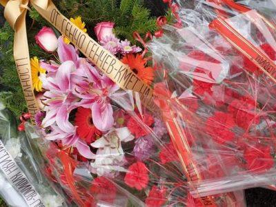 С цветя и минута мълчание пред паметника на Алеко
