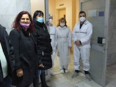 """Родителите на деца от училище ОУ """"Филип Сакелариевич"""" отделиха средства за повторно посещение в Ковид отделението в града"""