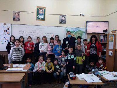 """Директорът на СУ """"Николай Катранов"""" г-н Генади Иванов посети днес четвъртокласниците в училище"""