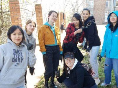 Кът за отдих и инициативи на открито облагородяват Еразъм студенти и доброволци от ЕСН в Свищов