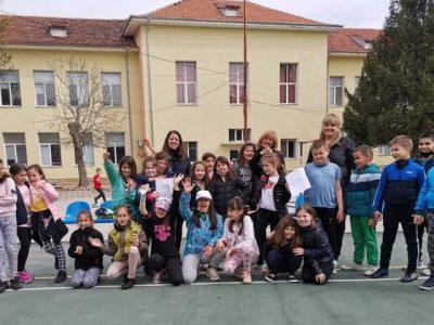 """С учениците от СУ """"Николай Катранов"""" и техните учители: Милена Бернардова и Петя Попова продължава работата по проект """"Природата в училище и училището сред природата"""" по програма Еразъм+ К1"""