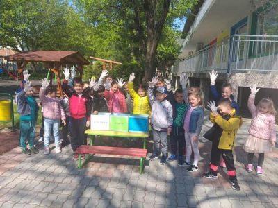 """Днес децата от група """"Слънчице"""" на ДГ """"Чиполино"""" показаха как се събират отпадъците разделно"""