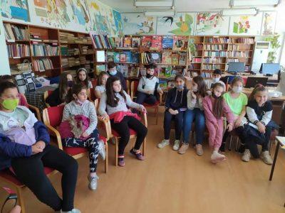 """На 26 април  учениците от III """"б"""" клас на СУ """"Николай Катранов"""" гостуваха в Градска библиотека"""