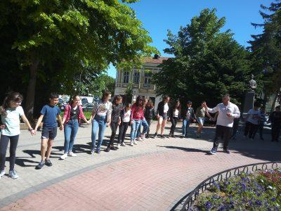 """""""Фолклорно училище"""" в Градската градина на Свищов"""
