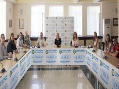 """Студенти от спец. """"Икономика на туризма"""" представиха свои разработки на тема """"Туризмът в условията на COVID – 19"""""""