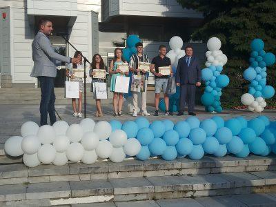 Концерт- церемония за награждаване  на абитуриентите отличници