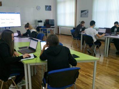 STEM центърът на Търговската гимназия стимулира активността на учениците